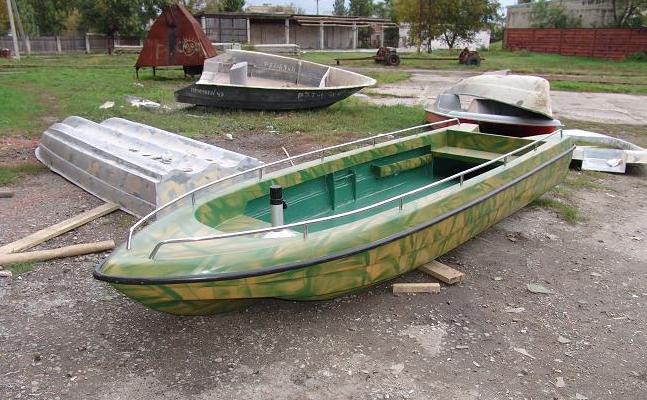 Четырехместная пластиковая лодка Лиман